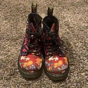 Gorgeous Toddler floral doc martens